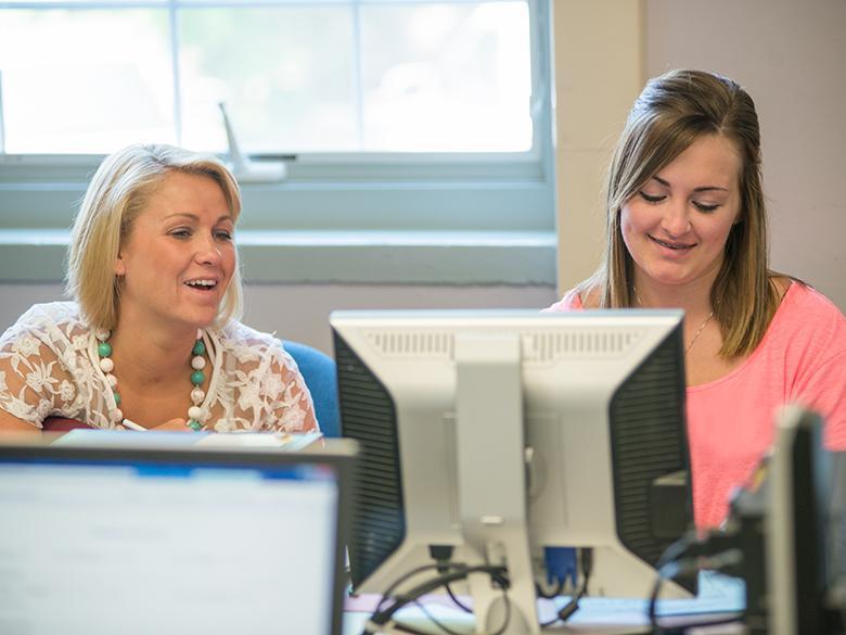 Student gets help applying online