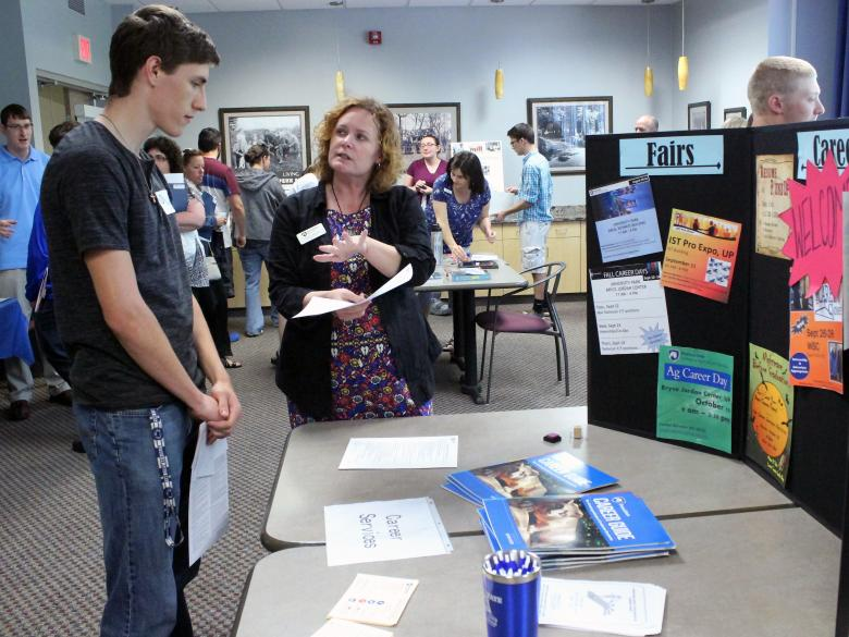 New student meets with Career Services at an information session